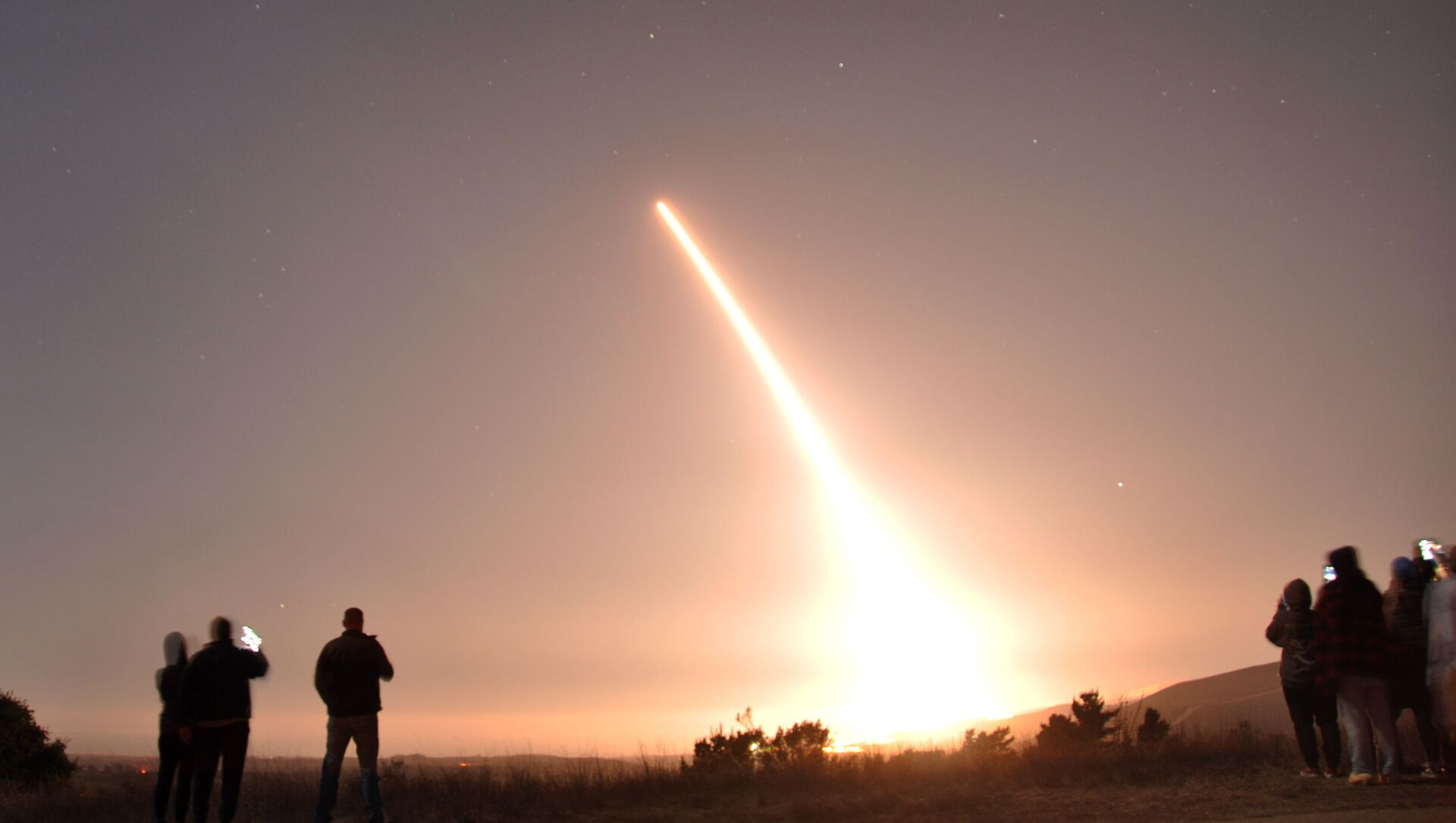 Лансирање интерконтиненталне балистичке ракете Минутмен 3 са америчке војне базе у Калифорнији - Sputnik Србија, 1920, 01.03.2021