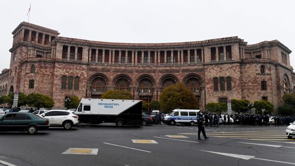 Припадници полиције испред зграде Владе Јерменије - Sputnik Србија