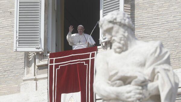 Папа Фрања током молитве у Ватикану - Sputnik Србија