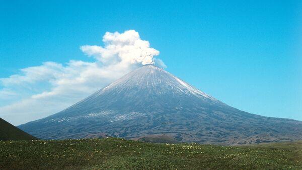 Поглед на активни вулкан Кључевскаја сопка на Камчатки - Sputnik Србија