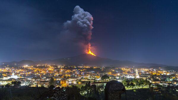 Ерупција вулкана Етна на Сицијили - Sputnik Србија