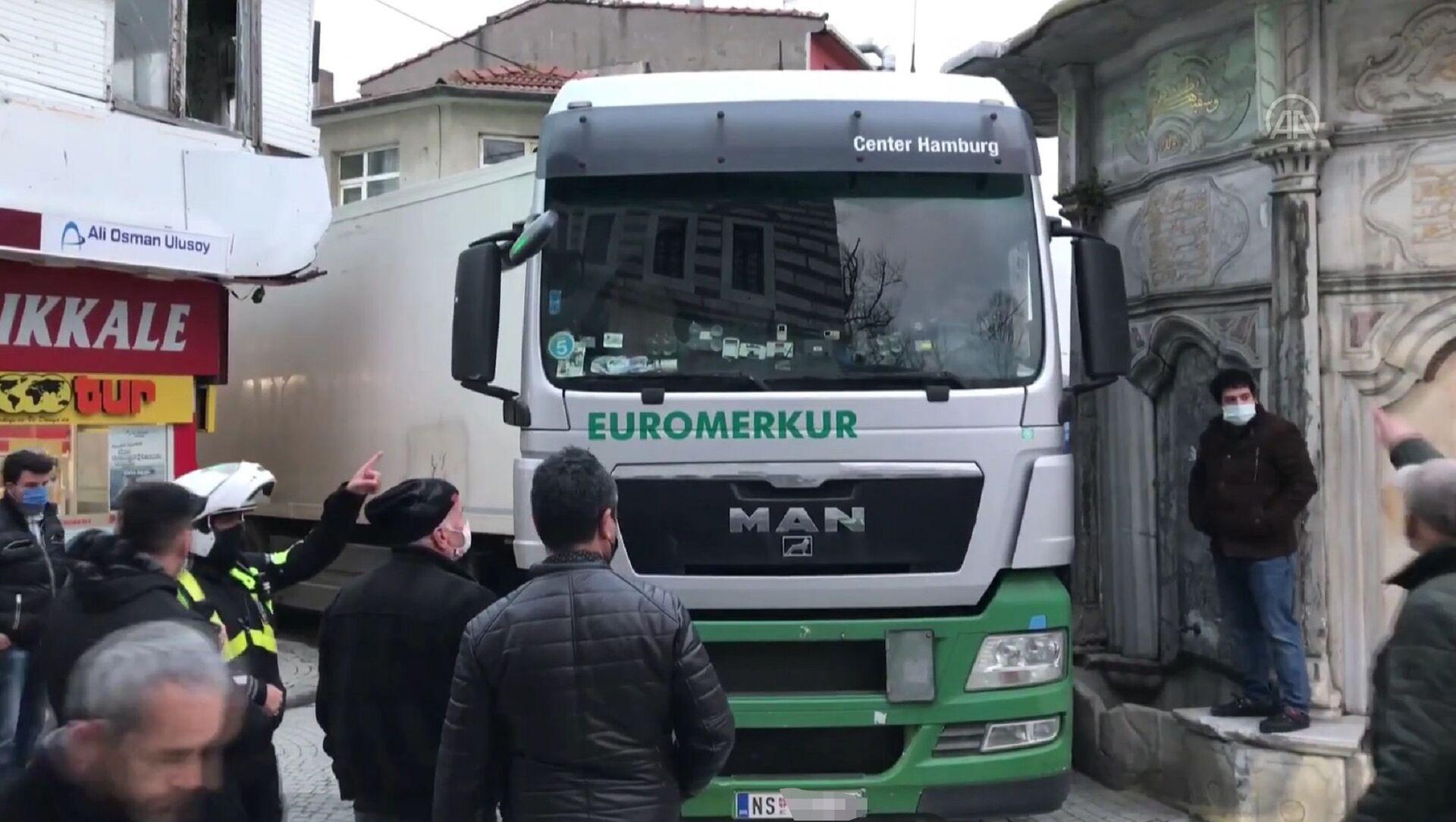 Камионџија из Србије заглавио се у Истанбулу пошто га је преварила навигација - Sputnik Србија, 1920, 05.03.2021
