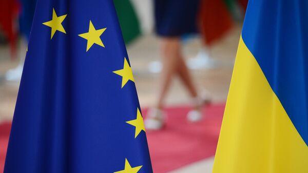 Zastave Ukrajine i Evropske unije - Sputnik Srbija