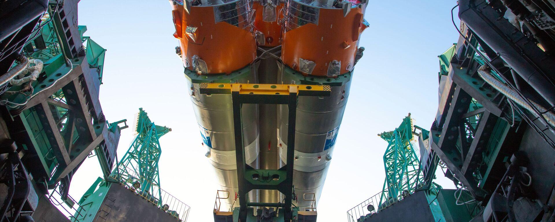 """Postavljanje lansirnog kompleksa i priprema za lansiranje nosača rakete """"Sojuz-2.1b"""" sa raketom """"Fregata"""" i """"Arktikom M"""" - Sputnik Srbija, 1920, 21.07.2021"""