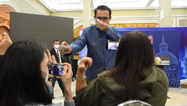 Tajlandski premijer poprskao novinare sredstvom za dezinfekciju - Sputnik Srbija