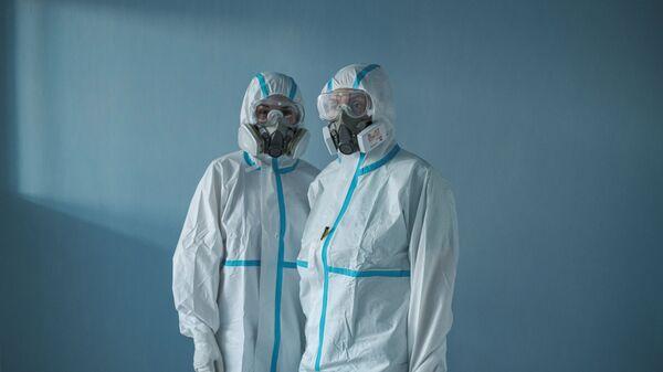 Doktori na kovid odeljenju Kliničko-bolničkog centra u Nišu - Sputnik Srbija