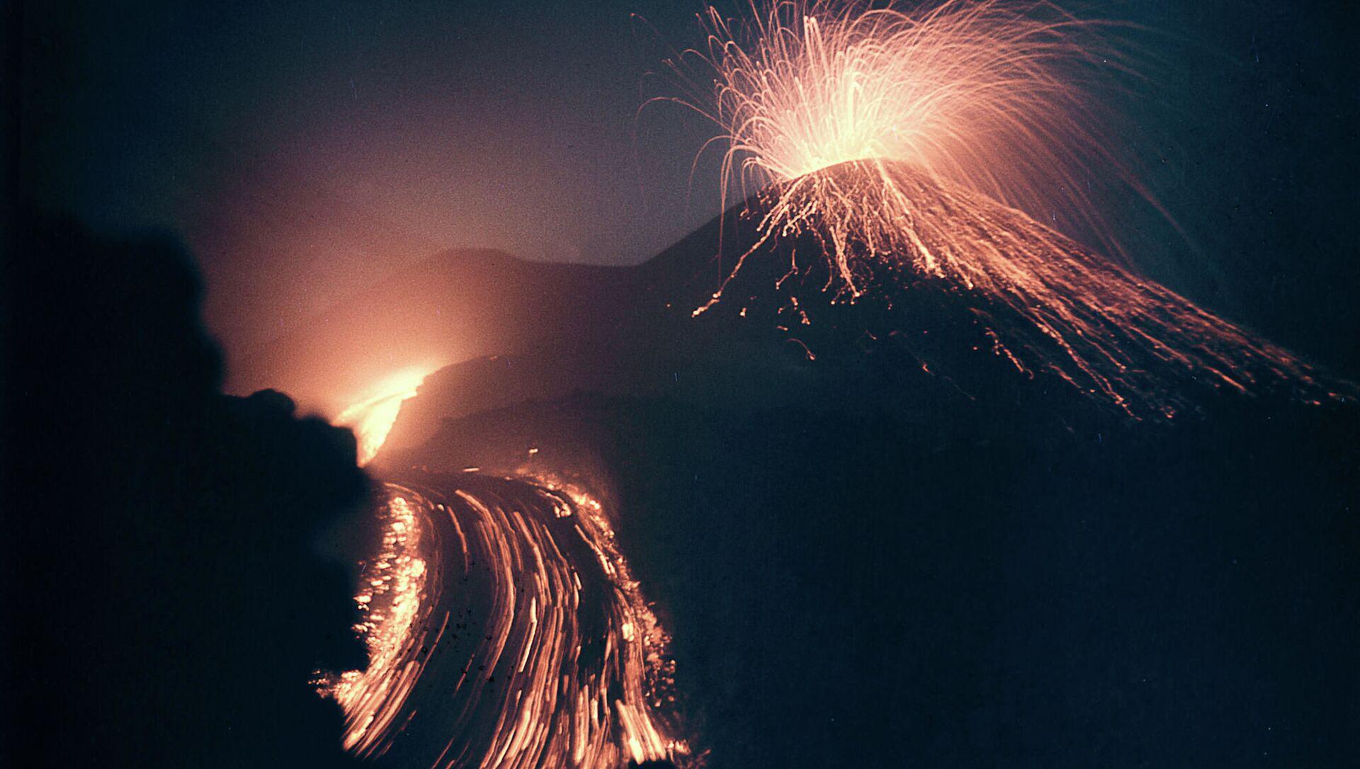 Ерупција вулкана Кључевска сопка - Sputnik Србија, 1920, 10.03.2021