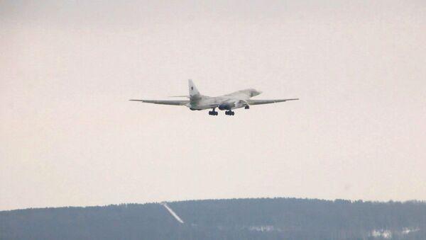 Први лет модернизованог стратешког бомбардера – носача ракета Ту-160М са новим мотором - Sputnik Србија
