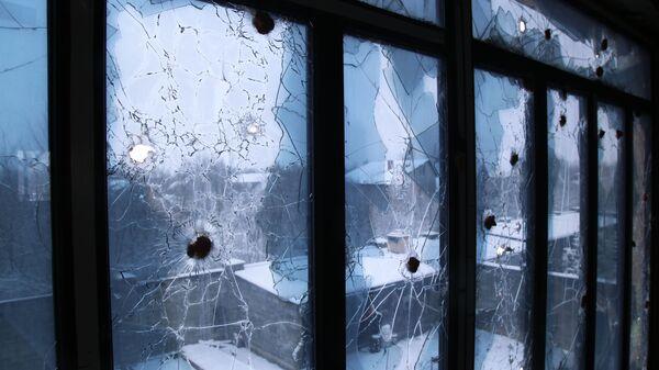 Трагови метака на прозорима куће у Доњецкој области - Sputnik Србија