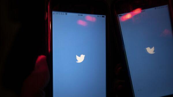 Успорен рад друштвене мреже Твитер на мобилном телефону корисника у Москви - Sputnik Србија