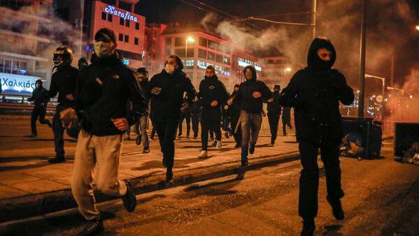 Демонстрација против полицијског сузбијања скупова у Атини у Грчкој - Sputnik Србија