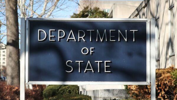 Tabla ispred zgrade Stejt departmenta u Vašingtonu - Sputnik Srbija