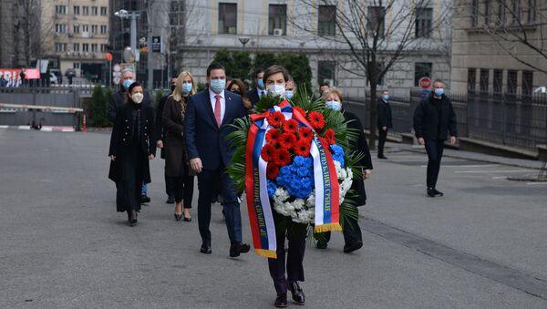 Premijerka Srbije Ana Brnabić i članovi Vlade odaju poštu Zoranu Đinđiću - Sputnik Srbija