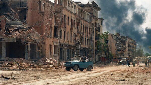 Čečenski sukob 1994-1996. Uništene kuće u Groznom. - Sputnik Srbija
