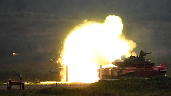 Тенк Т-72 тима Оружаних снага Русије на тенковском биатлону - Sputnik Србија