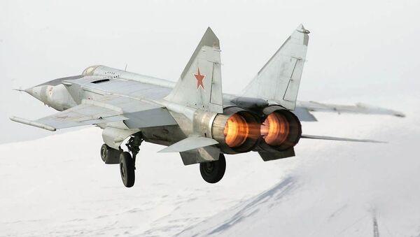 Sovjetski lovac-presretač MiG-25RBS - Sputnik Srbija