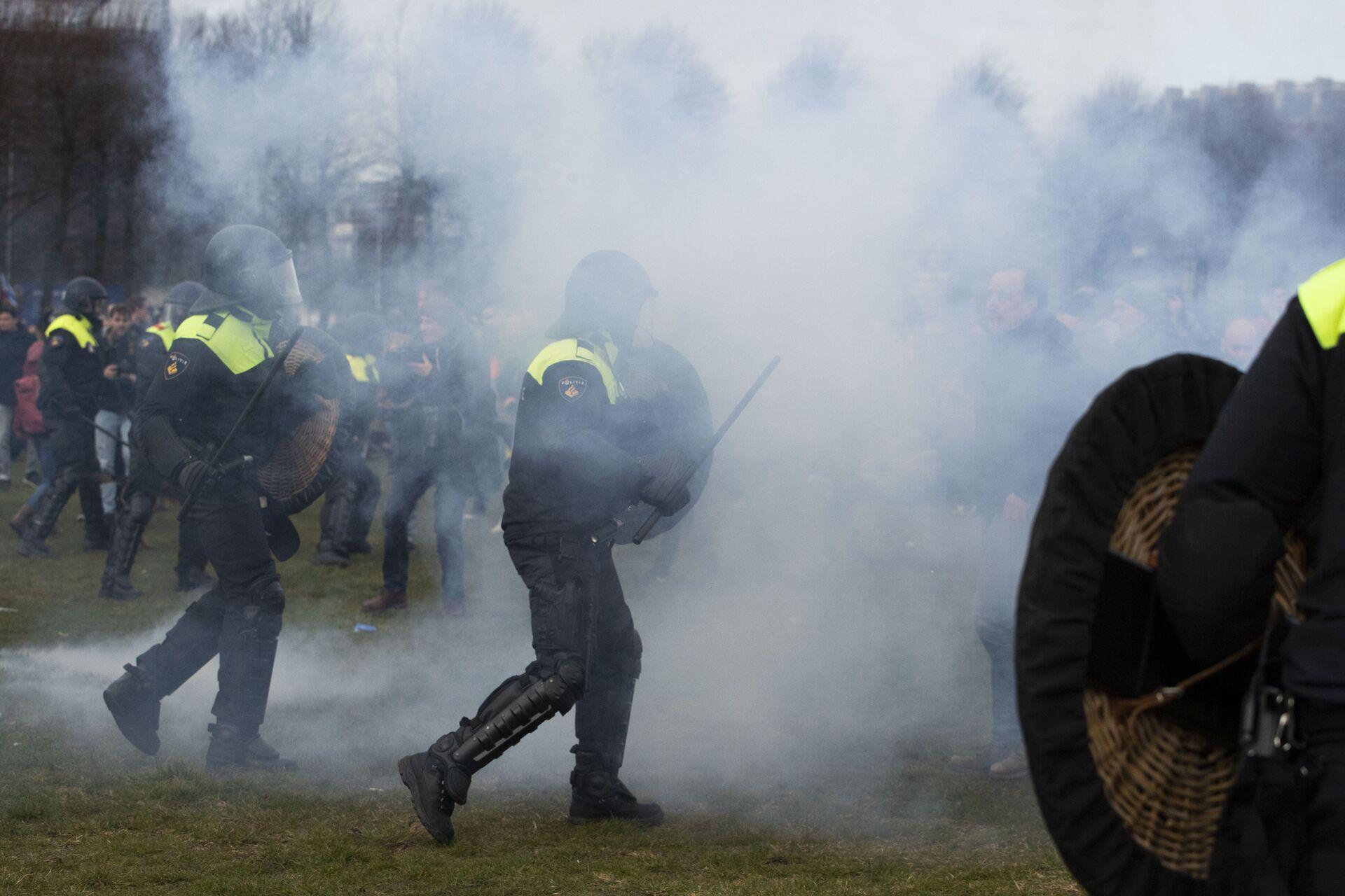 Хаг: Водени топови и палице на протестима против закључавања /фото, видео/ - Sputnik Србија, 1920, 14.03.2021