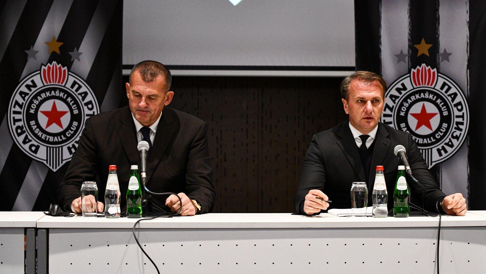 Зоран Савић, спортски директор Партизана, и Остоја Мијаиловић, председник Партизана - Sputnik Србија, 1920, 16.03.2021