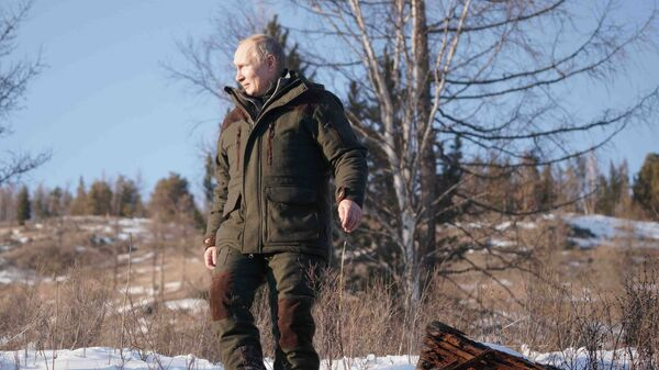 Председник Русије Владимир Путин у тајги у Сибиру - Sputnik Србија