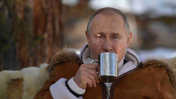 Vladimir Putin jednom prilikom izjavio je da najviše voli da pije čaj od sibirskih trava. - Sputnik Srbija