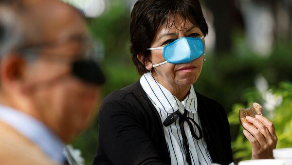 Мини заштитна маска прекрива само нос - Sputnik Србија