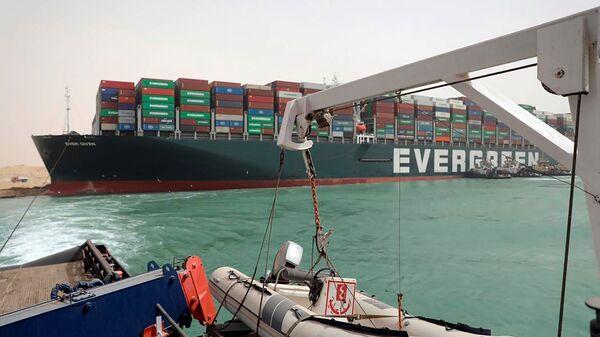 Теретни брод се насукао у Суецком каналу - Sputnik Србија