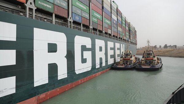 Брод насукан у Суецком каналу - Sputnik Србија