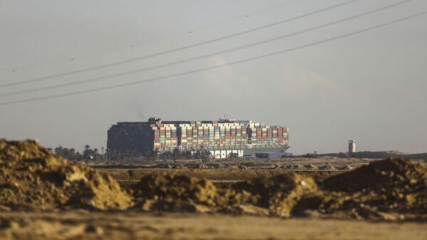 Брод Евер гивен насукан у Суецком каналу - Sputnik Србија