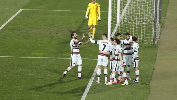 Фудбалери Португалије славе гол против Србије - Sputnik Србија
