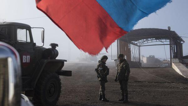 Ruski mirovnjaci na kontrolnom punktu u Nagorno Karabahu - Sputnik Srbija