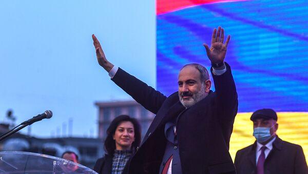 Premijer Jermenije Nikol Pašinjan na mitingu pristalica u Jerevanu - Sputnik Srbija