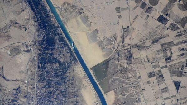 Снимак брода који је блокирао Суецки канал из свемира - Sputnik Србија