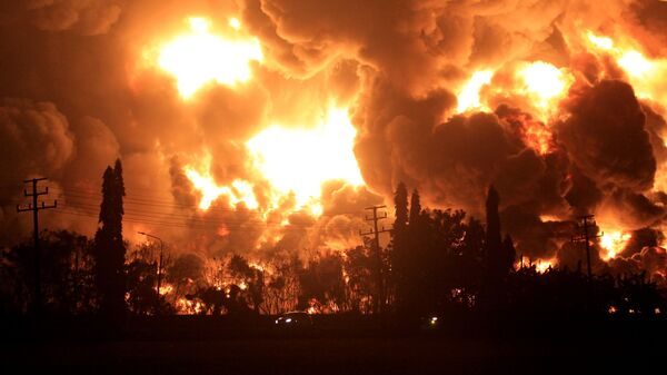 Пожар у рафинерији нафте у Индонезији - Sputnik Србија