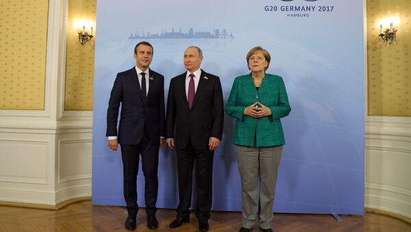 Predsednik Francuske Emanuel Makron, predsednik Rusije Vladimir Putin i nemačka kancelarka Angela Merkel na marginama samita G20 u Hamburgu - Sputnik Srbija