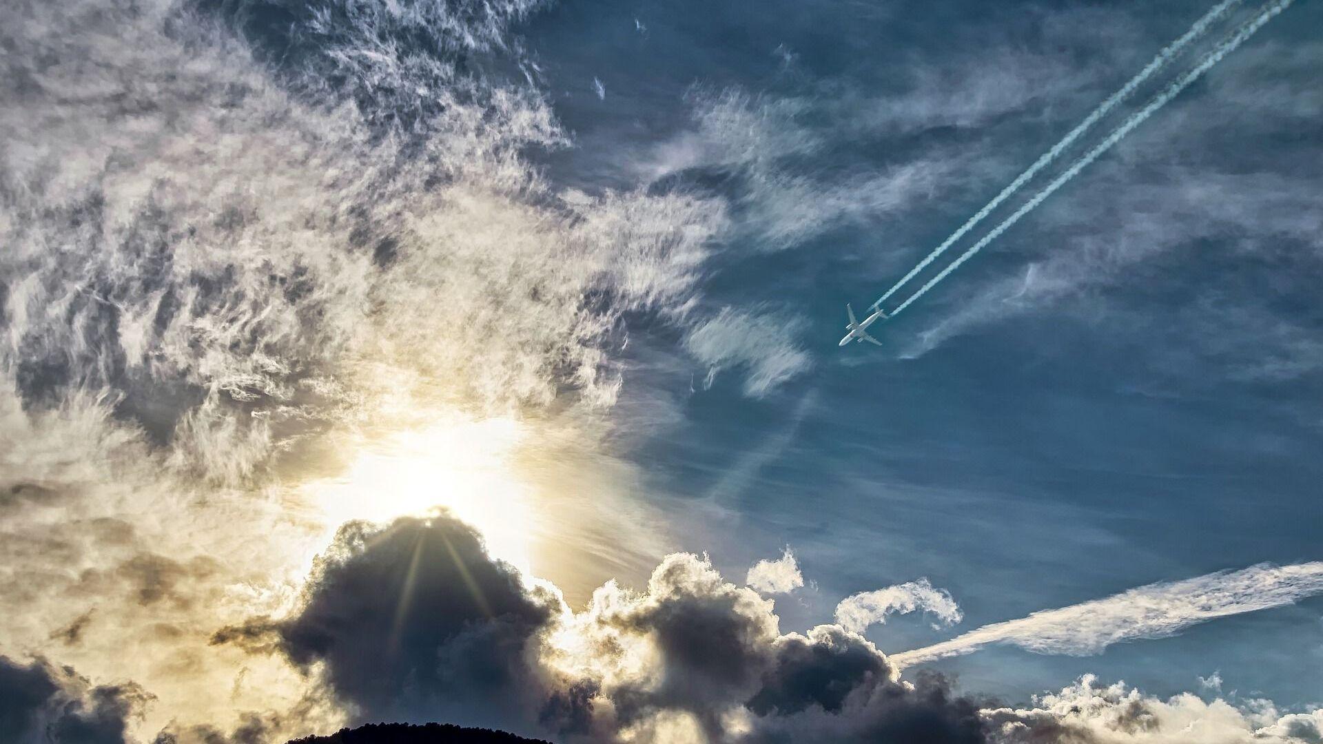 Авион, небо, траг - Sputnik Србија, 1920, 19.07.2021