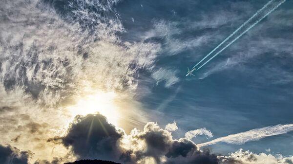 Авион, небо, траг - Sputnik Србија