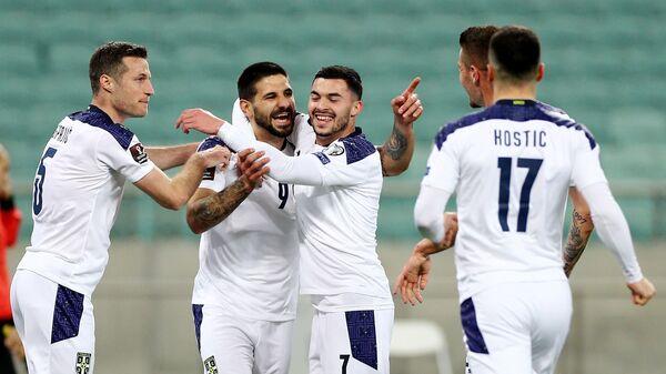 Фудбалери Србије прослављају гол Александра Митровића против Азербејџана - Sputnik Србија