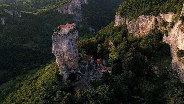 Литица Кацхи са манастиром на врху - Sputnik Србија