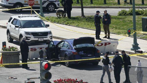Incident ispred Kapitola u Vašingtonu, automobil pokušao da probije barikadu - Sputnik Srbija