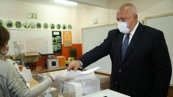 Bugarski premijer Bojko Borisov glasa na parlamentarnim izborima u Sofiji. - Sputnik Srbija