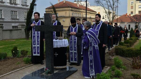 Parastos nedužnim žrtvama aprilskog bombardovanja u porti Vaznesenjske crkve. - Sputnik Srbija