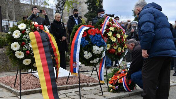 Vence su položili i predstavnici Ambasade Rusije u Srbiji, vojnog atašata Rusije u Srbiji i Ruskog doma - Sputnik Srbija