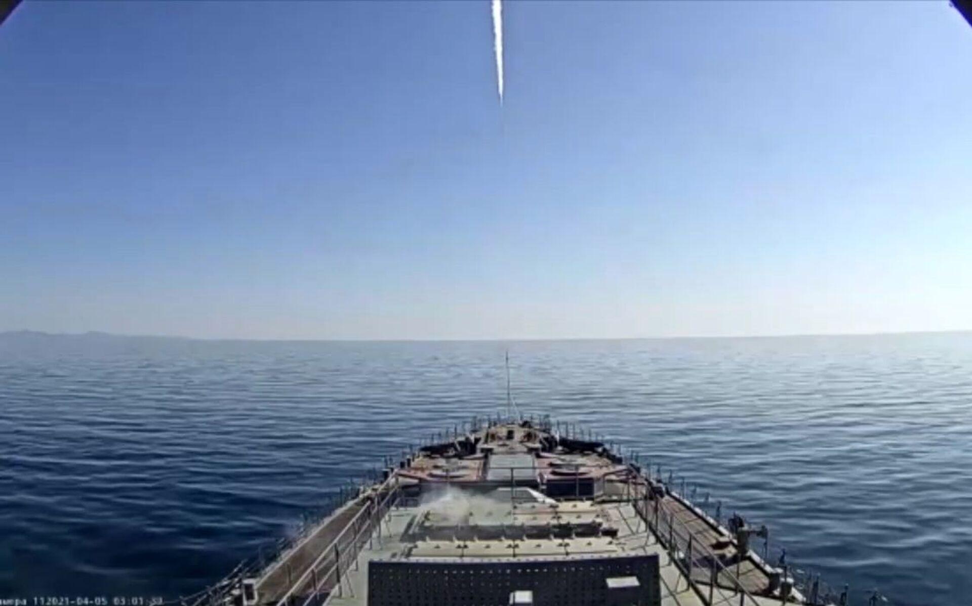 Лансирање крстареће ракете Калибар са фрегате Маршал Шапошников у Јапанском мору - Sputnik Србија, 1920, 13.07.2021