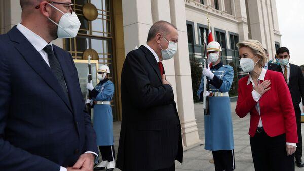 Реџеп Тајип Ердоган, Шарл Мишел и Урсула фонд дер Лајен на састанку у Анкари - Sputnik Србија