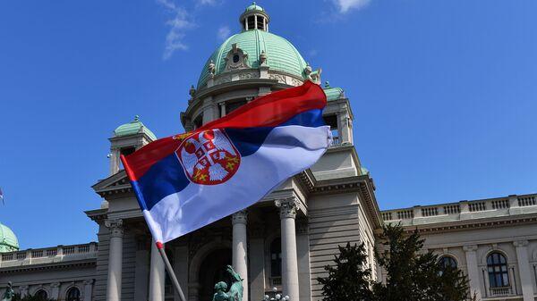 Zastava ispred Skupštine - Sputnik Srbija