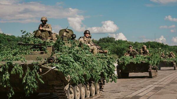 Војне вежбе Оружаних снага Украјине у Дњепропетровску - Sputnik Србија