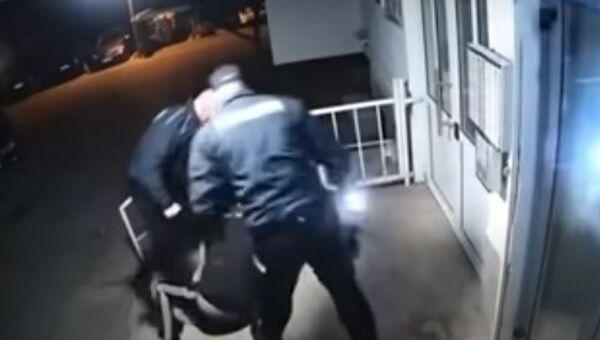 Полицајци туку младића у Мостару - Sputnik Србија