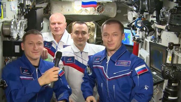 Руски космонаути са Међународне свемирске станице честитају Дан космонаутике поводом 60 година од лета Јурија Гагарина у свемир - Sputnik Србија