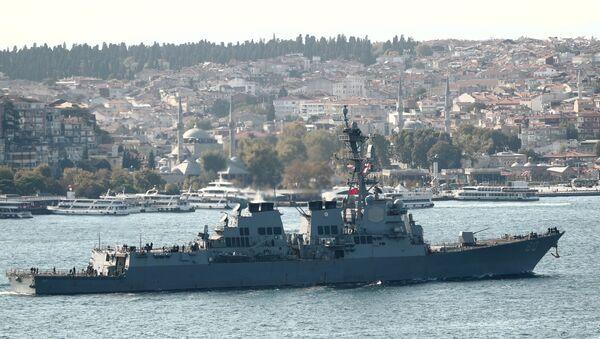 Амерички разарач Рузвелт пролази кроз Босфор - Sputnik Србија