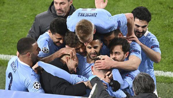 Фудбалери Манчестер ситија славе гол Фила Фодена који им је донео победу над Дортмундом - Sputnik Србија